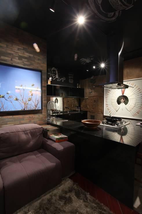 STUDIO BLACK: Cozinha  por STUDIO ANDRE LENZA