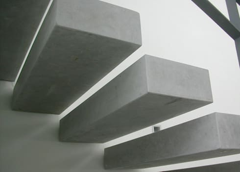 VIVIENDA UNIFAMILIAR. LAS ROZAS. MADRID. 2004: Pasillos y vestíbulos de estilo  de Bescos-Nicoletti Arquitectos