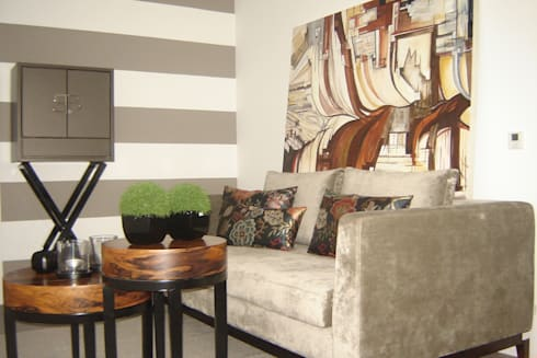 PROGRAMA PORTO CANAL <q>MUNDO INTERIOR</q> – DECORAÇÃO ANDAR MODELO 2010: Salas de estar modernas por ROSA PURA HOME STORE