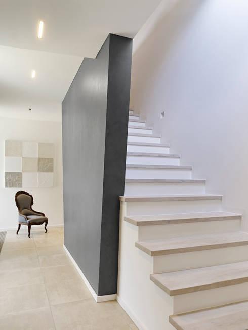 Ingresso & Corridoio in stile  di Gritzmann Architekten