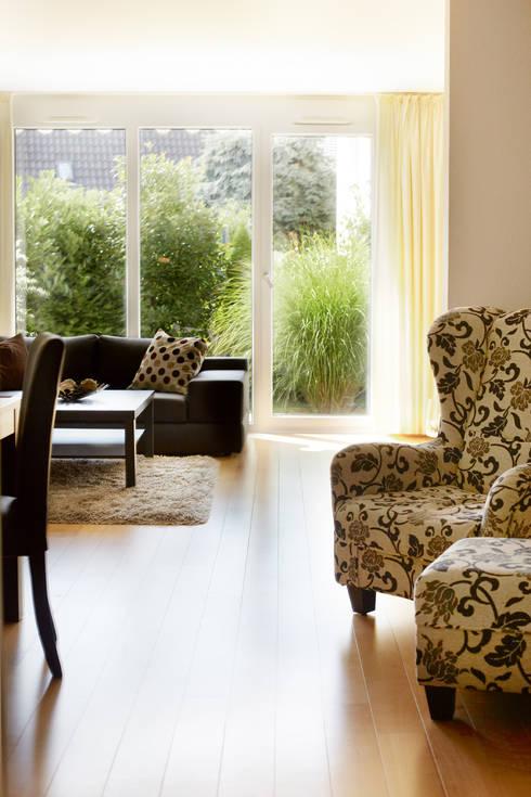 Innenansicht: klassische Wohnzimmer von Traumhaus das Original - Dirk van Hoek GmbH
