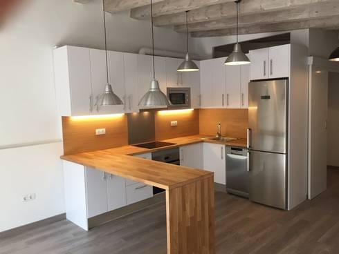 REFORMA DE PISO EN GRACIA: Cocinas de estilo moderno de zazurca arquitectos