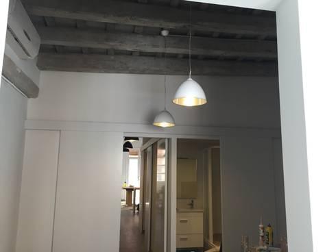 REFORMA DE PISO EN GRACIA: Dormitorios de estilo moderno de zazurca arquitectos