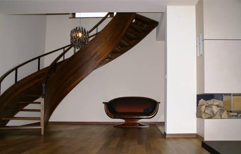 Dom z basenem w Krakowie: styl , w kategorii Korytarz, przedpokój zaprojektowany przez Architektura Wnętrz Daria Zaremba