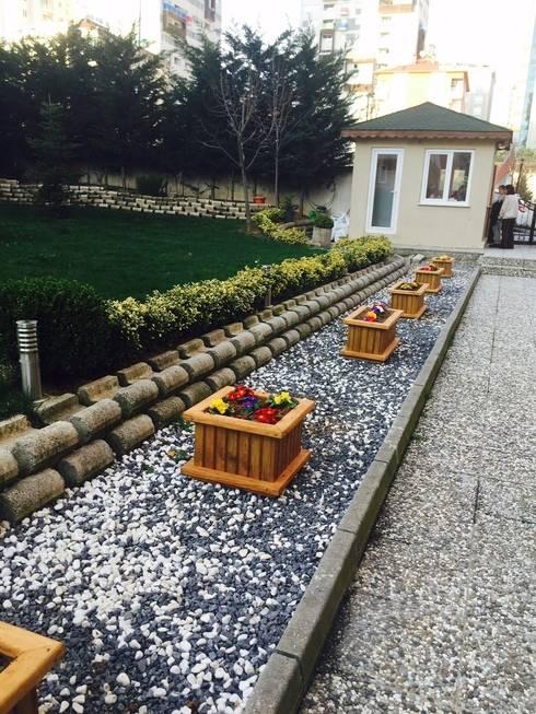 Jardín de estilo  por AĞAÇ EV MOBİLYA PEYZAJ LTD. ŞTİ.