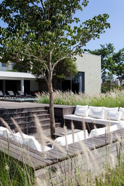 Projekty,  Domy zaprojektowane przez Consuelo Jorge Arquitetos
