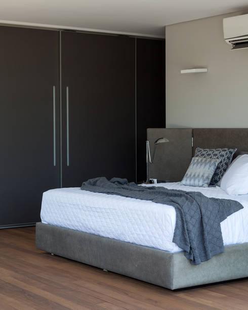 غرفة نوم تنفيذ Consuelo Jorge Arquitetos