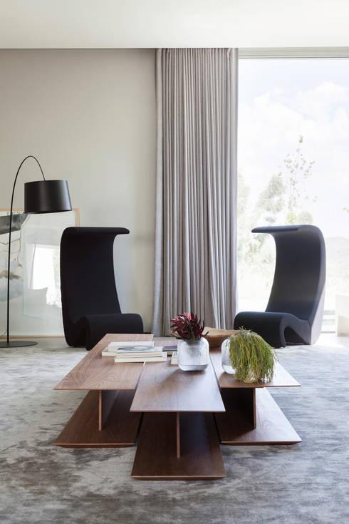 Casa em Itu: Salas de estar minimalistas por Consuelo Jorge Arquitetos