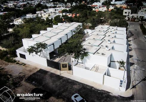 Vista aérea: Casas de estilo minimalista por Grupo Arquidecture