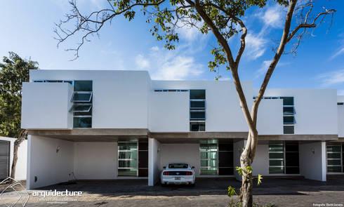 Fachadas Villas Sur: Casas de estilo minimalista por Grupo Arquidecture