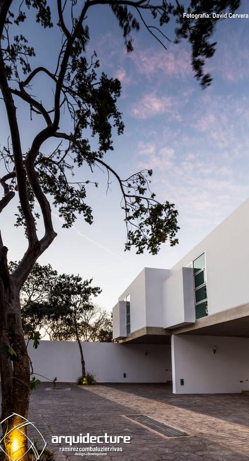 VILLAS DOCE LUX: Casas de estilo minimalista por Grupo Arquidecture