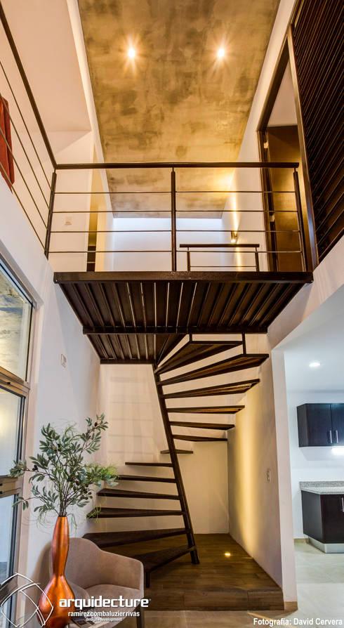 Escalera: Pasillos y recibidores de estilo  por Grupo Arquidecture
