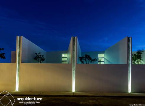 Fachada Norte: Casas de estilo minimalista por Grupo Arquidecture
