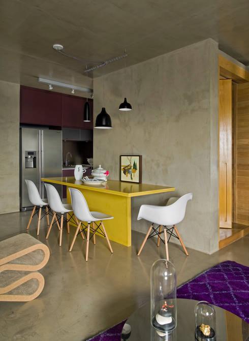 Vila Leopoldina Loft: Salas de jantar  por DIEGO REVOLLO ARQUITETURA S/S LTDA.