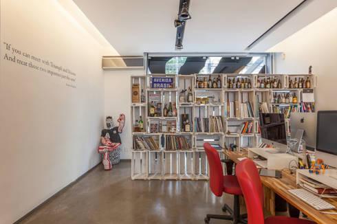 Agência Zebra Deluxe: Espaços comerciais  por Nautilo Arquitetura & Gerenciamento