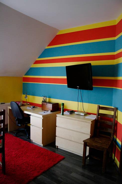 Przed metamorfozą/Pokój gościnny: styl , w kategorii  zaprojektowany przez Pracownia Kaffka
