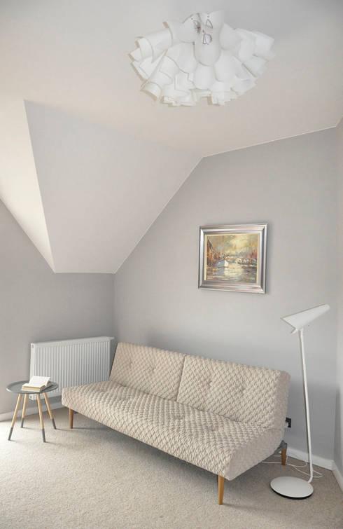 Po metamorfozie/pokój gościnny: styl , w kategorii  zaprojektowany przez Pracownia Kaffka