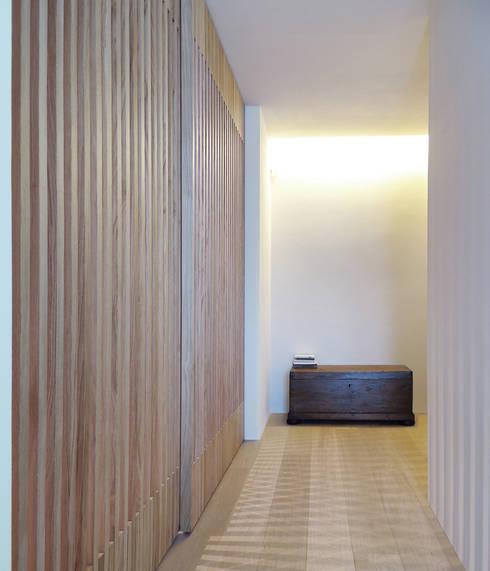 © Diego Collini Federica Stagni : Ingresso & Corridoio in stile  di diegocolliniarchitetto
