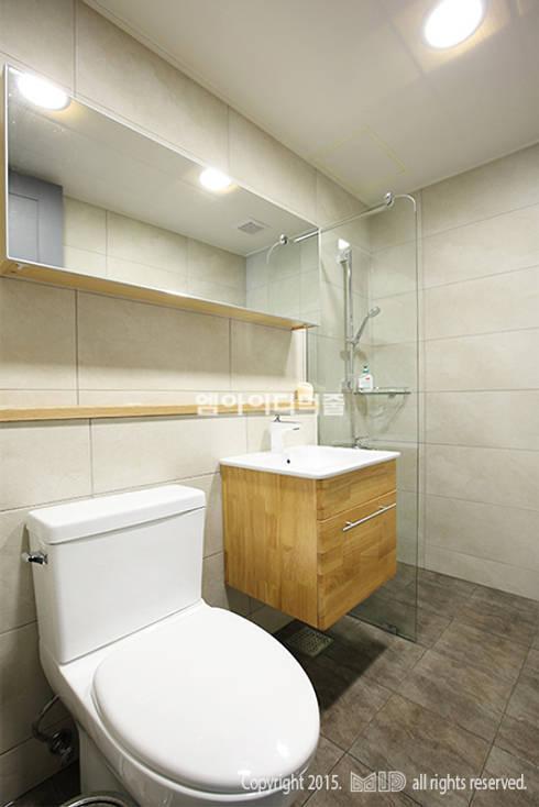 송파 신천동 잠실파크리오아파트 45평형: MID 먹줄의  욕실