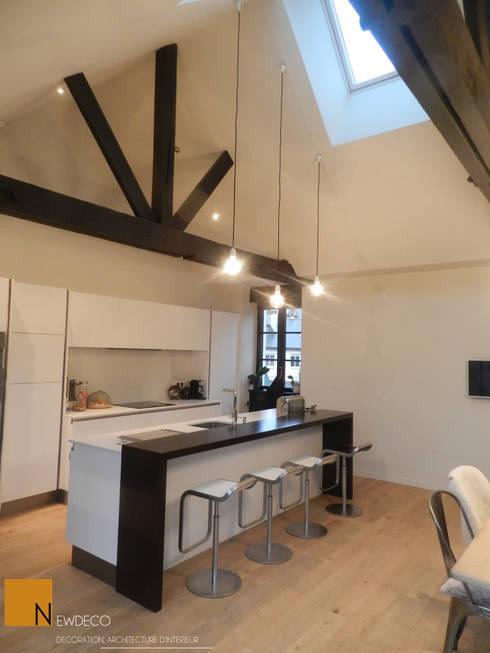 Rénovation d'un appartement centre ville Fougères: Cuisine de style  par NEWDECO