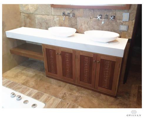Baños: Baños de estilo moderno por Opiusly