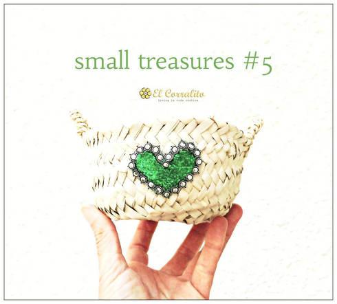 SMALL TREASURES GREEN: Hogar de estilo  de El Corralito de TARIFA RAK