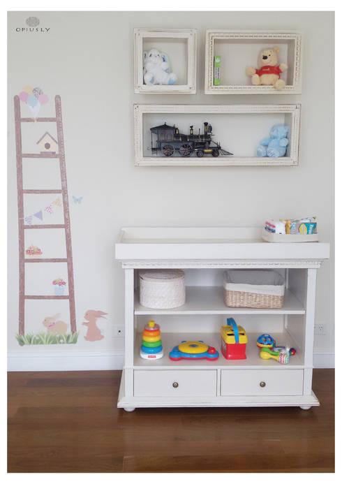 Otros muebles de Opiusly: Dormitorios infantiles  de estilo  por Opiusly