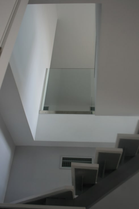 Subida al dormitorio: Pasillos y vestíbulos de estilo  de key home designers