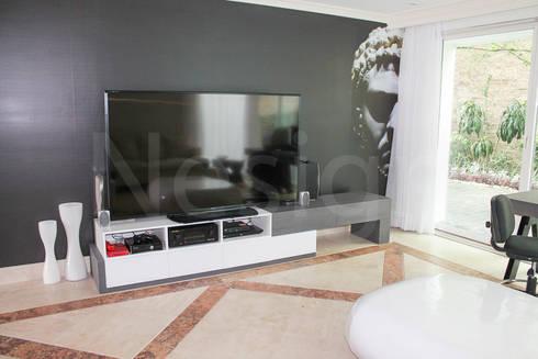 Muebles casa habitacion: Sala multimedia de estilo  por Nesign - Diseño y fabricación de muebles.