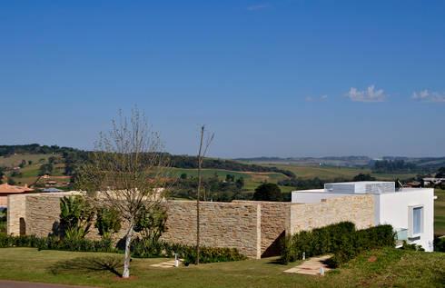 Vista fachada externa: Casas modernas por Maurício Queiróz