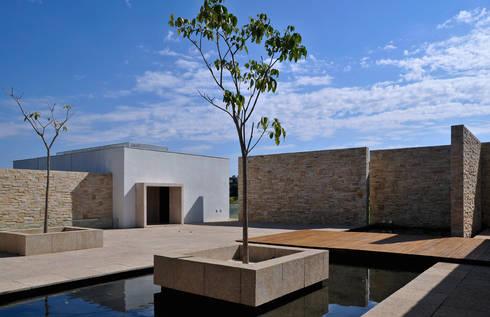 Vista jardim seco: Casas modernas por Maurício Queiróz