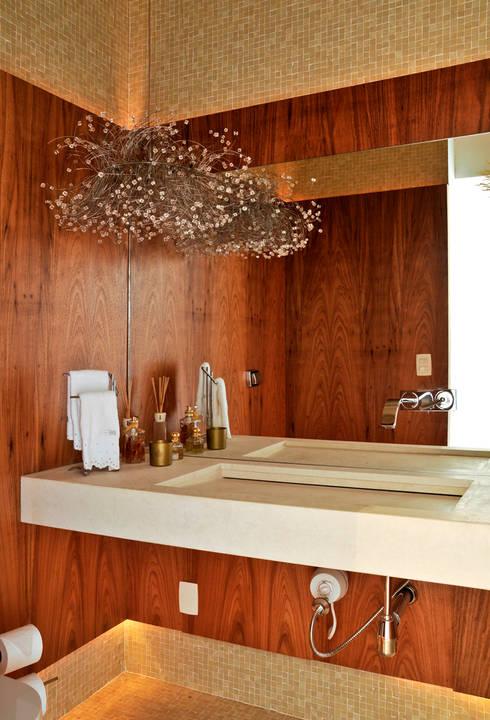 Lavabo: Banheiros  por Maurício Queiróz