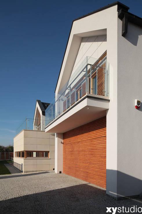 Dom jednorodzinny na Kabatach w Warszawie: styl nowoczesne, w kategorii Domy zaprojektowany przez xystudio