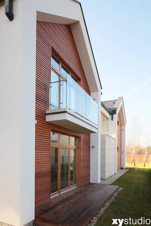Dom jednorodzinny na Kabatach w Warszawie: styl , w kategorii Domy zaprojektowany przez xystudio