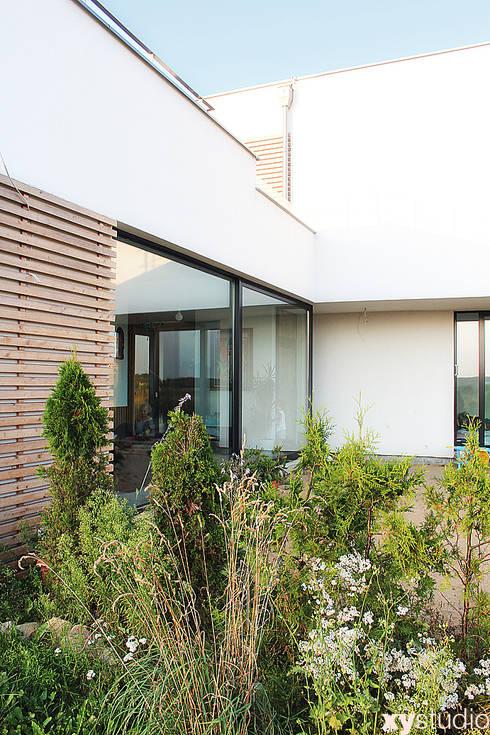 Dom Jednorodzinny w Gdańsku: styl nowoczesne, w kategorii Domy zaprojektowany przez xystudio