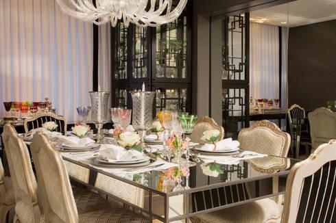 Apartamento Florianópolis | Misturando o Clássico e o contemporâneo : Salas de jantar modernas por Roberta  Zimmermann Buffon