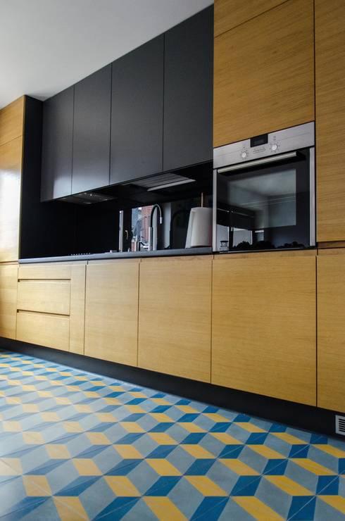 mieszkanie pomiędzy miastami   between big cities: styl , w kategorii Kuchnia zaprojektowany przez Studio Malina