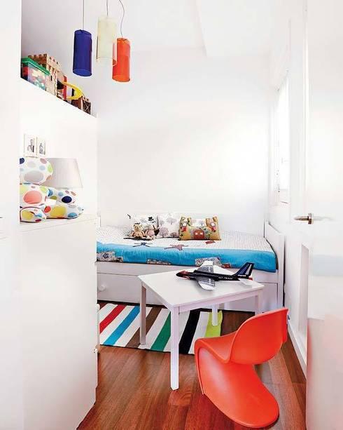 REFORMA APARTAMENTO. C/ MANCEBOS. MADRID. 2011: Dormitorios infantiles de estilo  de Bescos-Nicoletti Arquitectos