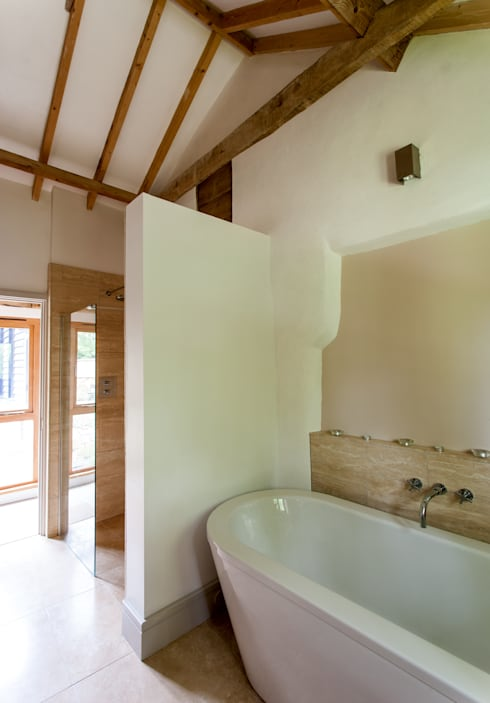 Baños de estilo rural por Beech Architects