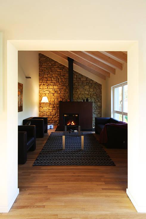 Haus M. in Greiveldange:  Wohnzimmer von morph4 architecture