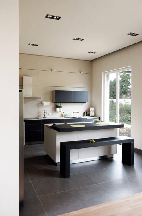 Haus M. in Greiveldange:  Küche von morph4 architecture