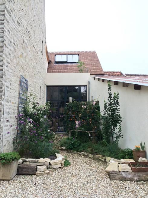 Création d'une entrée: Jardin de style  par Atelier d'Ersu & Blanco