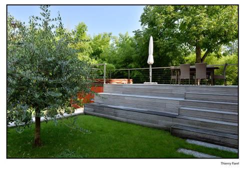 terrasse tropicale par gilbert henchoz architectes paysagistes associ s sa homify. Black Bedroom Furniture Sets. Home Design Ideas