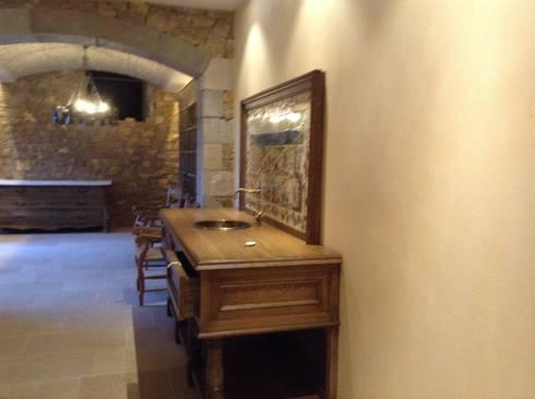 Vista mueble con pica vestidor: Pasillos y vestíbulos de estilo  de Gramil Interiorismo II