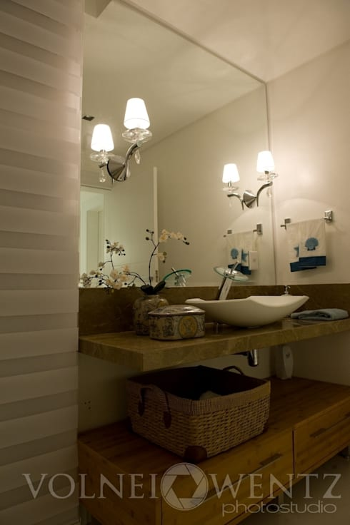 A15 Residência: Banheiros ecléticos por Canisio Beeck Arquiteto