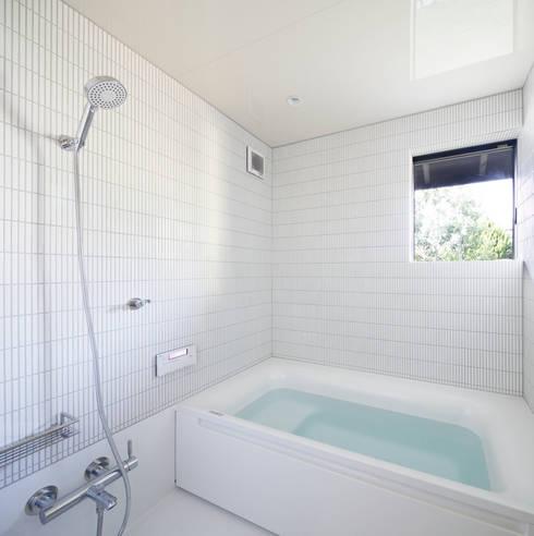 modern Bathroom by 山田伸彦建築設計事務所