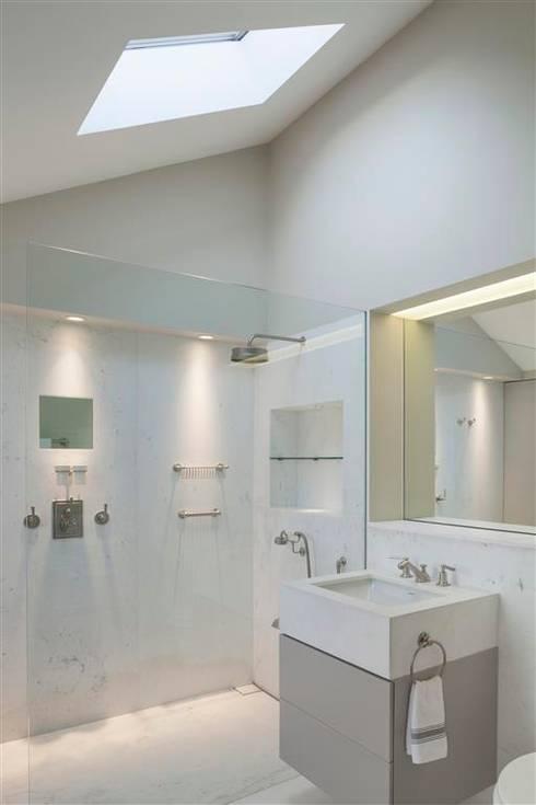 Wilton Terrace: modern Bedroom by Flower Michelin
