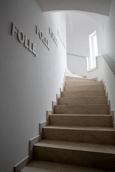 Scala interna: Ingresso & Corridoio in stile  di PDV studio di progettazione