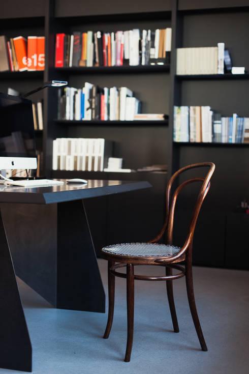 CAFÉHAUSSTUHL 2.0 / NACHER:  Wohnzimmer von Julien Schaab