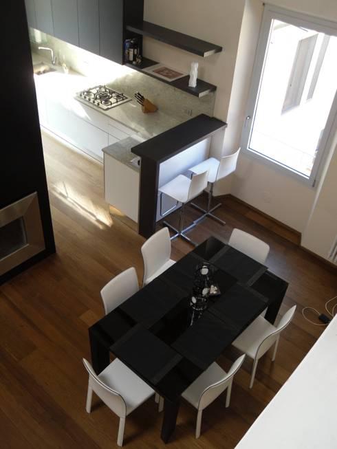 Ristrutturazione residenziale in un edificio storico - Firenze: Cucina in stile in stile Moderno di de vita e fici architetti associati
